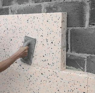 Затирка пенопласта после его закрепления на стене