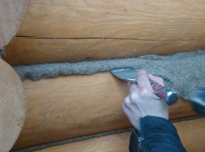 Утепление, конопатка стен в деревянном доме
