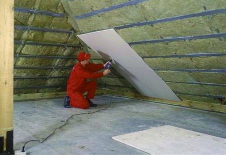 Как утеплить крышу над мансардой