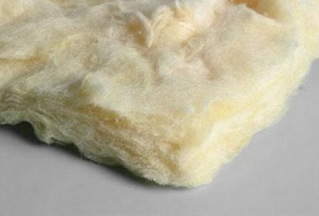 Потолок в бане можно утеплить чистой стекловатой