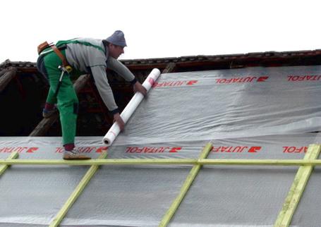 Пароизолятор устанавливается на крыше