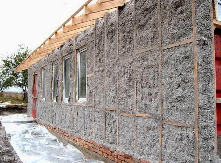 Стены дома утепленные эковатой