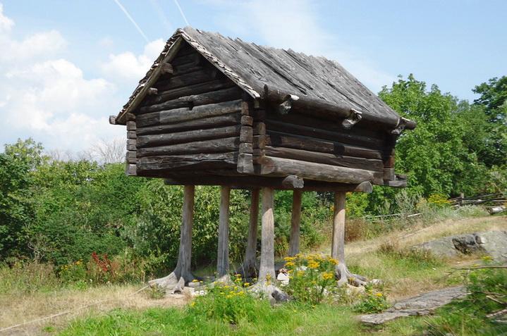 Банька из деревянных брусьев для утепления