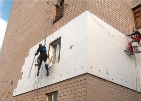 Квартиры утепляются снаружи пенопластом