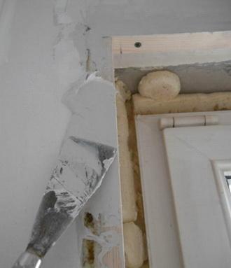 Выравниваение стен на лоджии, заделка щелей