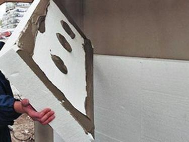 Для стен в курятнике можно применить пенопласт