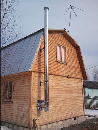 Дымоход размещается снаружи дома на высоту 7 метров от горелки
