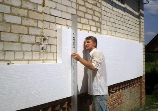 Стена должна быть достаточно ровной
