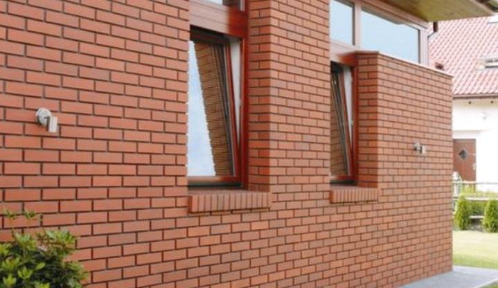 Фасад здания который нужно разобрать для замены утеплителя
