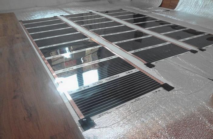 Укладка нагревающей пленки на подложку