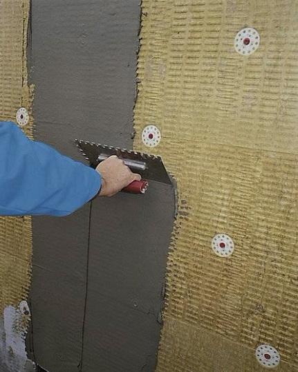 Как производится штукатурка мокрого фасада