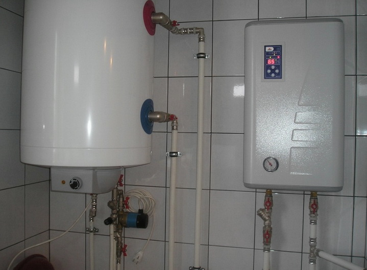 Электрокотел на стене весьма удобен в использовании