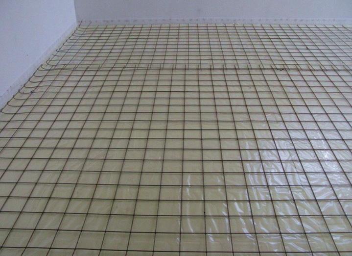 Армирование стяжки выполняется металлической сеткой