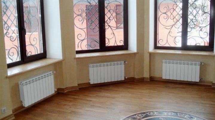 Комната с радиаторами отопления
