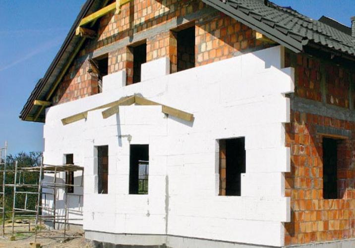 Пенопласт устанавливается в основном на плотные стены