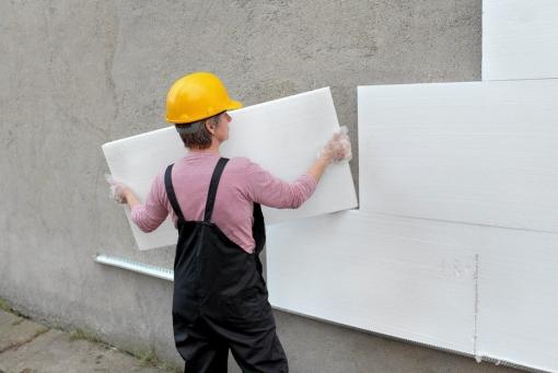 Пенопластом утепляют ровные стены