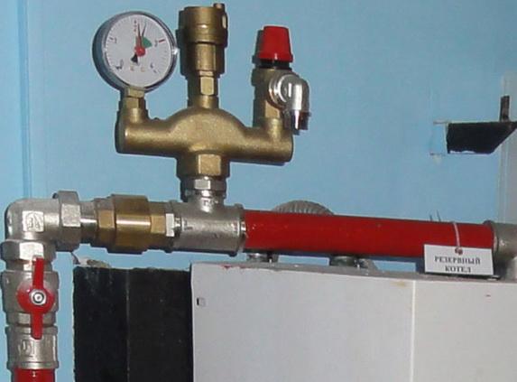 Группа безопасности с манометром для измерения давления