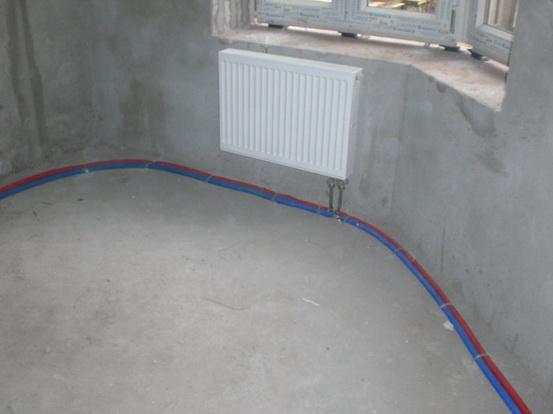 Трубопровод прокладывается по полу