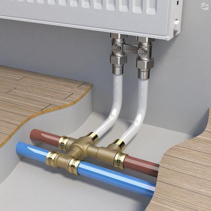 Подключение радиаторов выполняется тонкими трубками