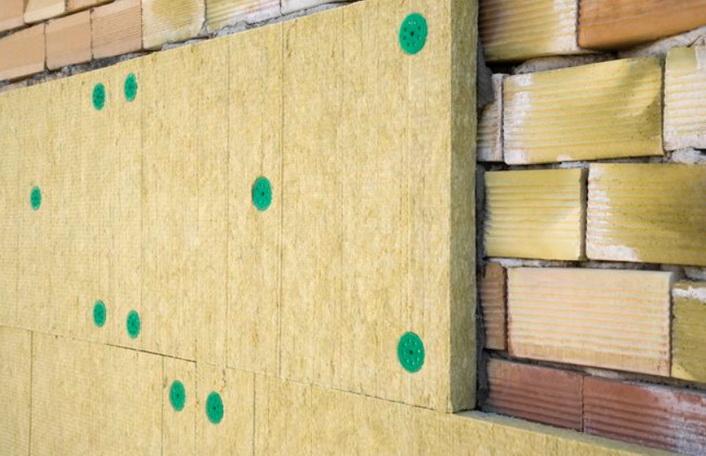 Покрытие стены минеральной ватой