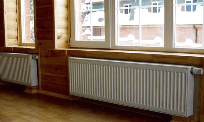 Большие радиаторы на стене