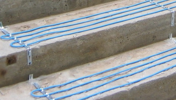 укладка кабеля на ступенях