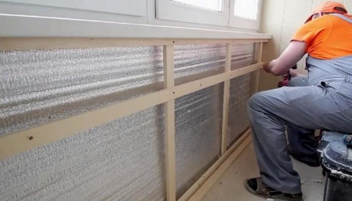 Установка Пенофола на балконе