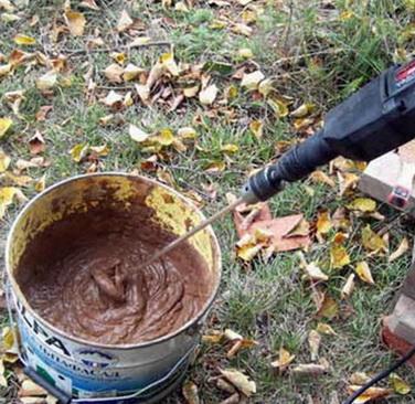 Замешвание глины и песка для печи