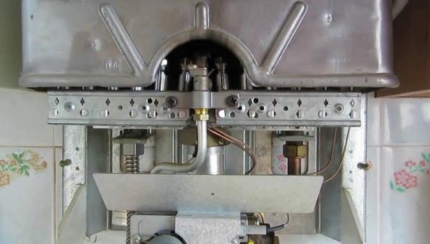 разобранная газовая колонка
