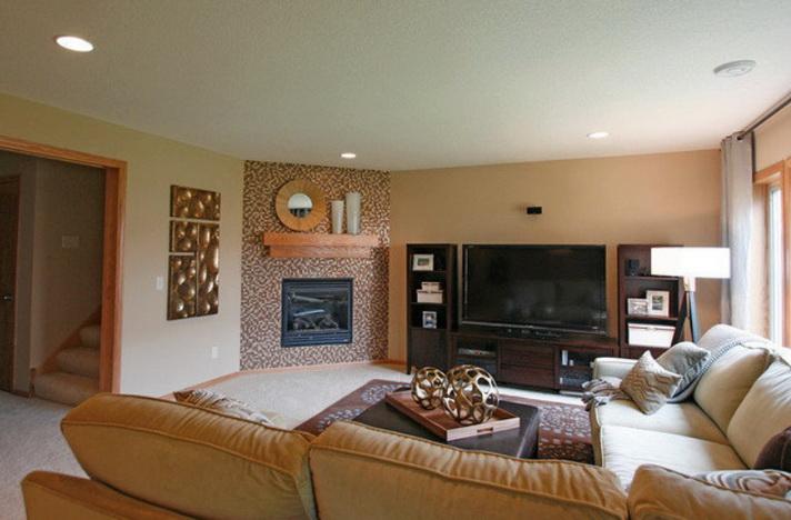 Интерьер дома с камином