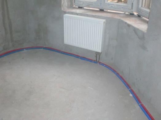 Трубы отопления уложены в полу
