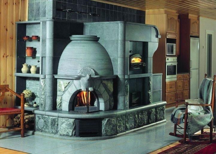 Объемная печь в доме